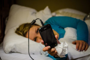 smartphones used in bed